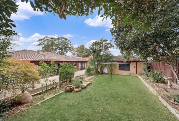 $450, Whole-property, 3 bathrooms, Greenoaks Avenue, Bradbury NSW 2560