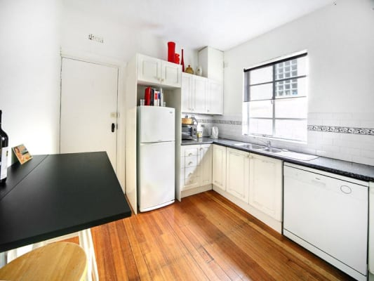 $215, Flatshare, 2 bathrooms, Burnett Street, Saint Kilda VIC 3182