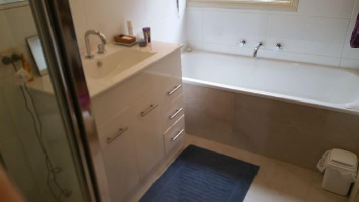 $185, Homestay, 3 bathrooms, Main Road, Eltham VIC 3095
