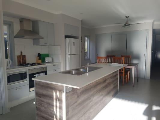 $250, Share-house, 4 bathrooms, Fleurs Street, Woolloongabba QLD 4102