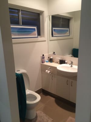 $180, Share-house, 2 bathrooms, Charlton Esplanade, Urangan QLD 4655