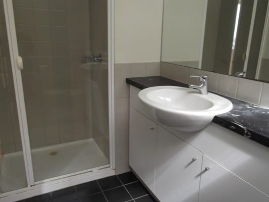 $329, Flatshare, 3 bathrooms, Little Lonsdale Street, Melbourne VIC 3000