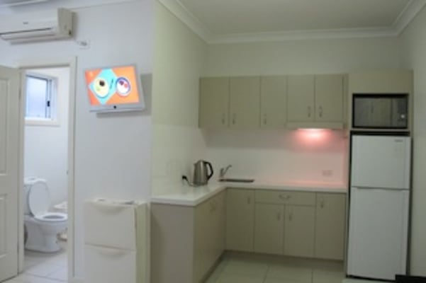 $300, Studio, 1 bathroom, Eildon Road, Windsor QLD 4030