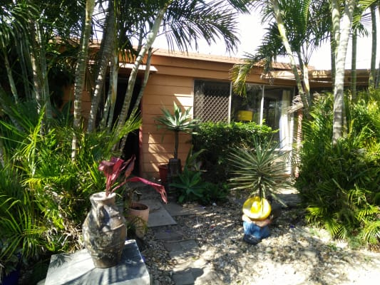 $130, Share-house, 2 bathrooms, Tahiti Avenue, Palm Beach QLD 4221