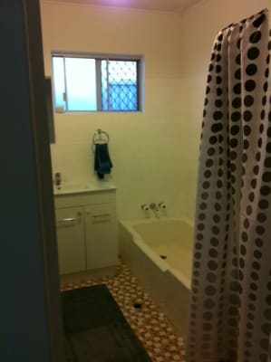 $335, Whole-property, 2 bathrooms, Killowill Avenue, Paradise Point QLD 4216