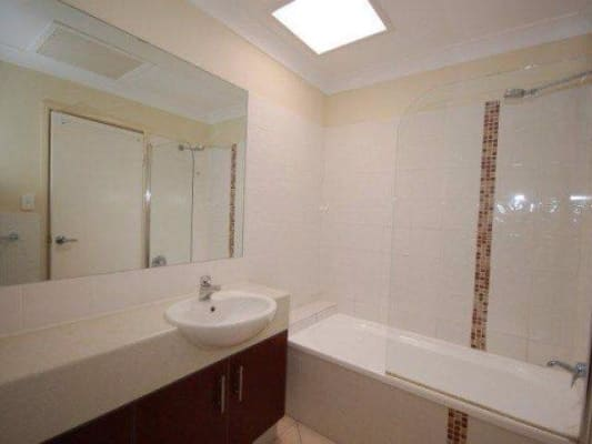 $160, Share-house, 3 bathrooms, Kitchener Street, Coorparoo QLD 4151
