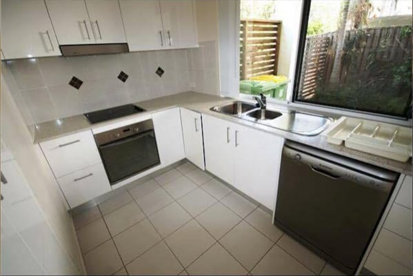 $190, Share-house, 3 bathrooms, Pohlman Street, Southport QLD 4215