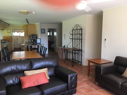 $270, Flatshare, 3 bathrooms, Main Beach Parade, Main Beach QLD 4217