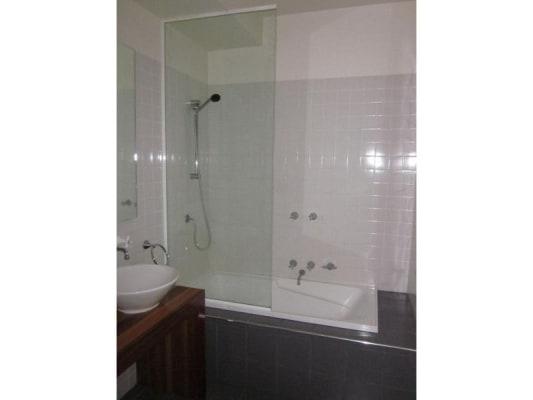$240, Flatshare, 2 bathrooms, Wellington Parade, East Melbourne VIC 3002