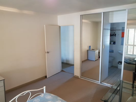 $310, Flatshare, 3 bathrooms, Macquarie Street, Saint Lucia QLD 4067