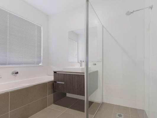 $180, Share-house, 4 bathrooms, Village Circuit, Gregory Hills NSW 2557