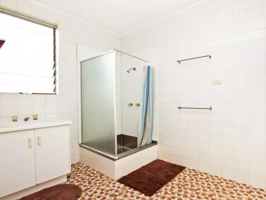 $180, Share-house, 5 bathrooms, Mcleod Street, Cairns City QLD 4870