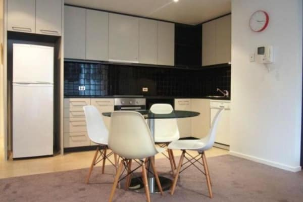 $185, Flatshare, 2 bathrooms, Russell St., Melbourne VIC 3000