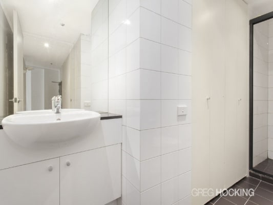 $400, Flatshare, 2 bathrooms, Collins St, Melbourne VIC 3000