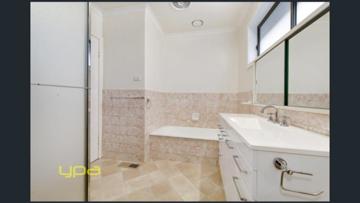 $180, Share-house, 3 bathrooms, Riddell Road, Sunbury VIC 3429
