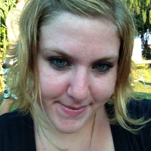 Jessica, Female, 28, $300, Have pets, Non-smoker, and No children