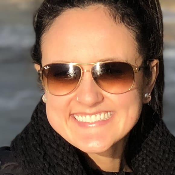 Larissa (30), $270, Non-smoker, No pets, and No children