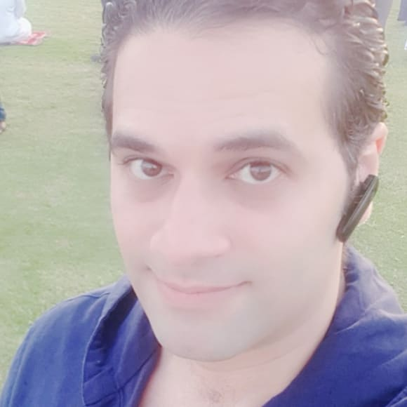 Ahmed (36), $250, Non-smoker, No pets, and No children