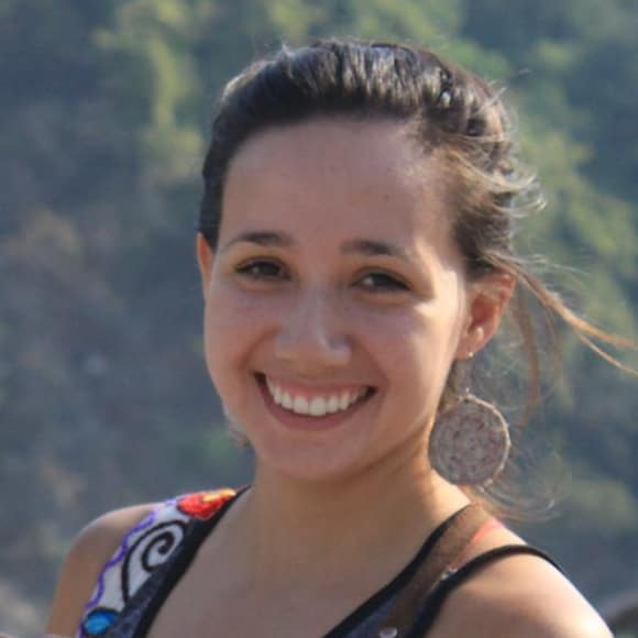 Luisa (29), $200, Non-smoker, No pets, and No children