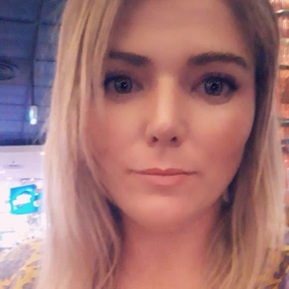 Chloe, Female, 26, $320, Non-smoker, No pets, and No children