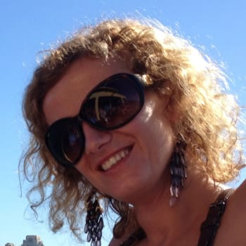 Simona, Female 31yrs, $270, No pets, No children, and Non-smoker