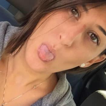 Stella, Female 31yrs, $250, LGBT+, No children, No pets, and Non-Smoker