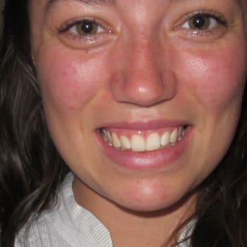 Emma Newton, Female 19yrs, $500, No pets, No children, and Smoker
