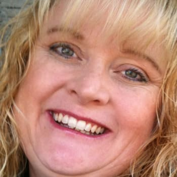 Karen, Female 43yrs, $475, No children and Non-smoker