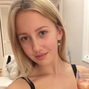 Chloe, Female, 19, $160, Non-smoker, No pets, and No children