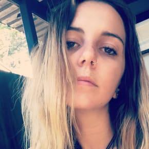 Jess, Female, 24, $200, Non-smoker, Have pets, and No children