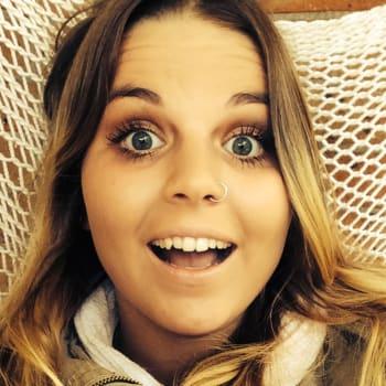 Elise, Female, 21, $220, No children and Non-smoker